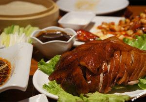 Có một sự thật về món vịt quay Bắc Kinh từ lò dùng than